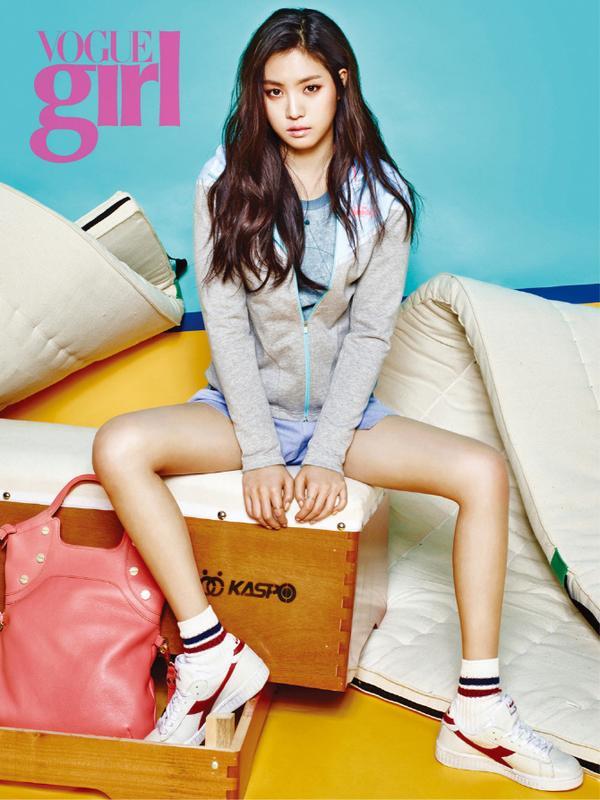 Tags: K-Pop, Apink, Son Na-eun, Text: Magazine Name, Serious, Hat, Magazine Scan, VOGUE Girl