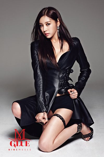 Tags: K-Pop, Nine Muses, Son Sungah, Black Outfit, Text: Song Title, Text: Artist Name, Suggestive, Gray Background, Android/iPhone Wallpaper