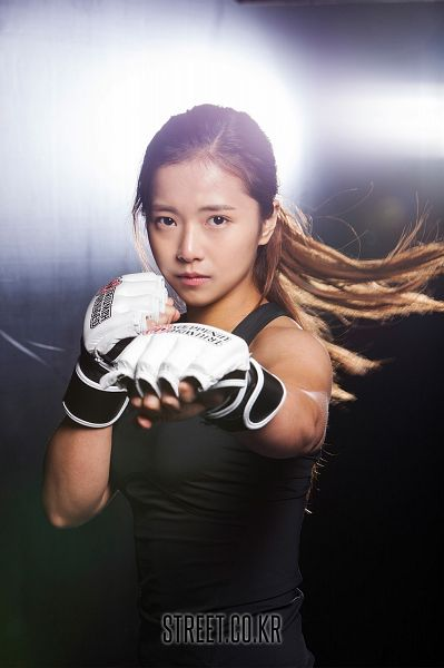 Tags: K-Drama, Song Ga-yeon, Gloves, Boxing Gloves