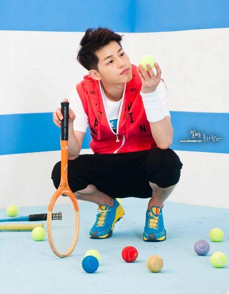 Tags: K-Drama, Song Joong-ki, Tennis Racket, Tennis Ball, Tennis, Ball, Crouching, Le Coq Sportif