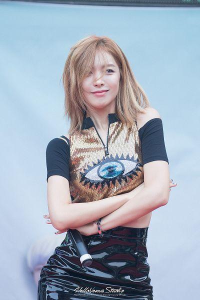 Tags: Hello Venus, Song Ju Hee, Skirt, Messy Hair, Crossed Arms, Black Skirt, Medium Hair, Gold Shirt