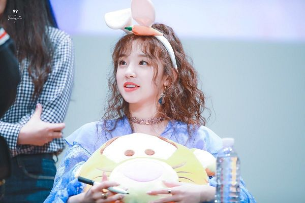 Tags: K-Pop, (G)-I-DLE, Song Yuqi, Hair Up, Animal Ears, Earrings, Blue Shirt, Close Up, Pen, Stuffed Toy, Looking At Another, Choker