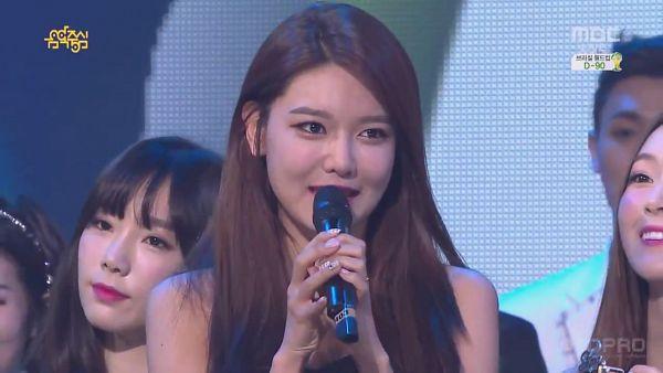 Tags: Girls' Generation, Kim Tae-yeon, Sooyoung, Make Up, Covering Mouth, Holding Object, Nail Polish, Screenshot, Wallpaper, Show! Music Core
