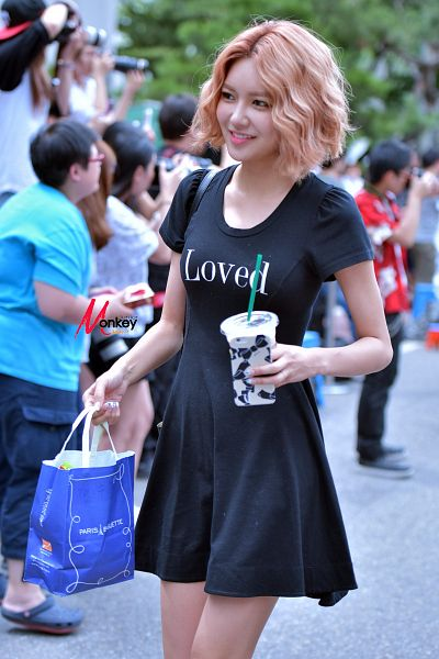 Tags: K-Pop, Girls' Generation, Sooyoung, Black Outfit, Drinks, Black Dress, Drinking, Bag