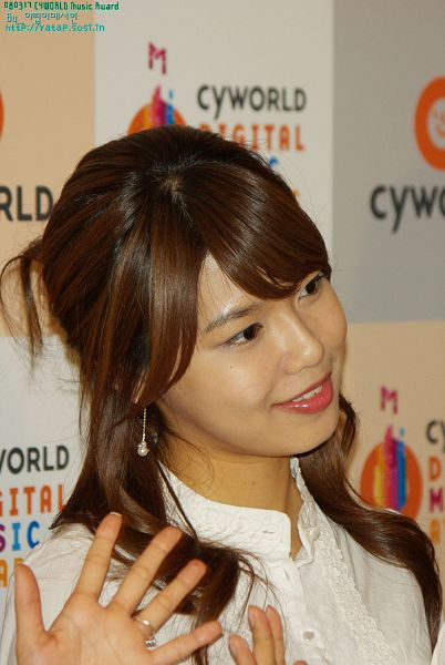 Tags: K-Pop, Girls' Generation, Sooyoung, White Outfit, Side View, White Dress, Cyworld Digital Music Awards