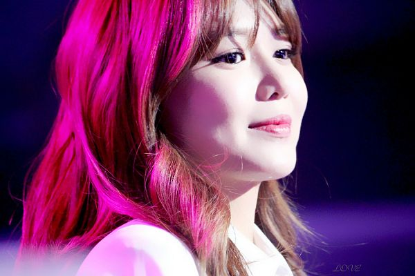 Tags: K-Pop, Girls' Generation, Sooyoung, Dark Background, Wavy Hair, Black Background, Side View, Wallpaper, Love (Fansite)