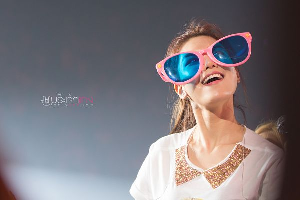 Tags: K-Pop, Girls' Generation, Sooyoung, Sunglasses, Looking Up, Black Background, From Below, Dark Background, Ponytail, Wallpaper, Taenggod