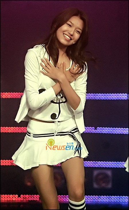 Tags: K-Pop, Girls' Generation, Into The New World, Sooyoung, White Skirt, Eyes Half Closed, White Outfit, Hand On Chest, White Jacket, M!Countdown