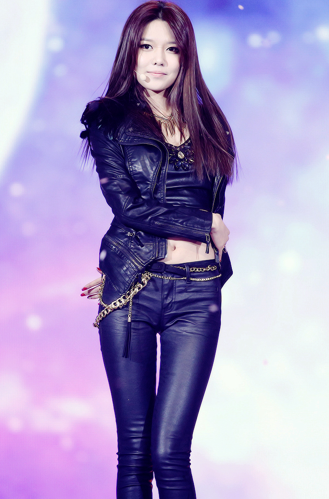 Tags: Girls' Generation, I Got A Boy, Sooyoung, Nail Polish, Belt, Black Shirt, Leather Jacket, Navel, Midriff, Microphone, Arm Around Waist, Black Pants