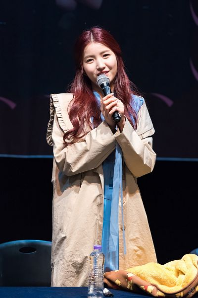 Tags: K-Pop, G-friend, Sowon, Blue Outfit, Coat, Looking Ahead, Wavy Hair, Blue Dress, Red Hair, Fansigning Event, Android/iPhone Wallpaper