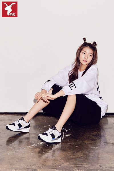 Tags: K-Pop, G-friend, Sowon, Gray Background, Hair Up, Full Body, Sneakers, Looking Away, Hair Buns, Shoes, Sitting On Ground, Black Pants