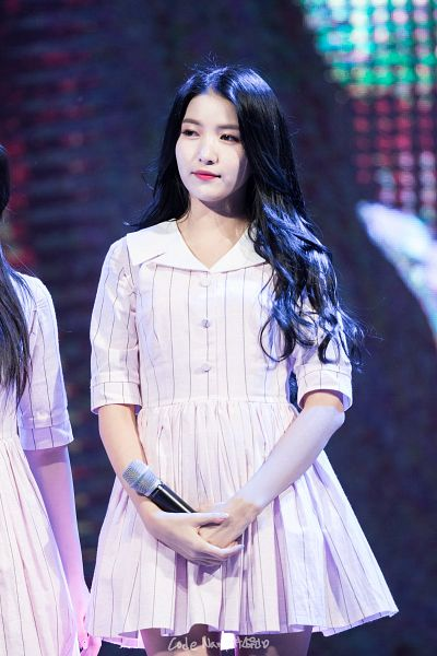 Tags: K-Pop, G-friend, Sowon, Looking Ahead, Pink Outfit, Striped Dress, Holding Object, Striped, Pink Dress, Live Performance, Android/iPhone Wallpaper