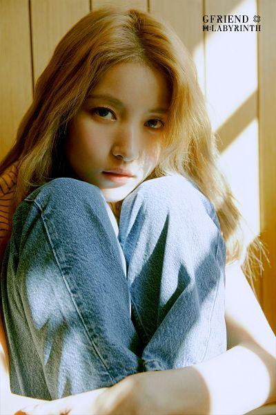 Tags: K-Pop, G-friend, Sowon, Hug, Serious, Jeans, Self Hug, Blue Pants