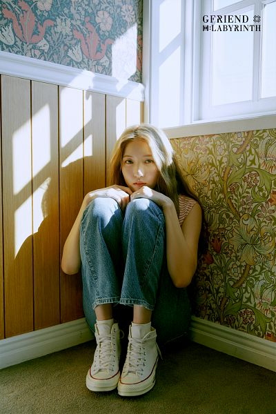 Tags: K-Pop, G-friend, Sowon, Serious, Window, Jeans, Sitting On Ground