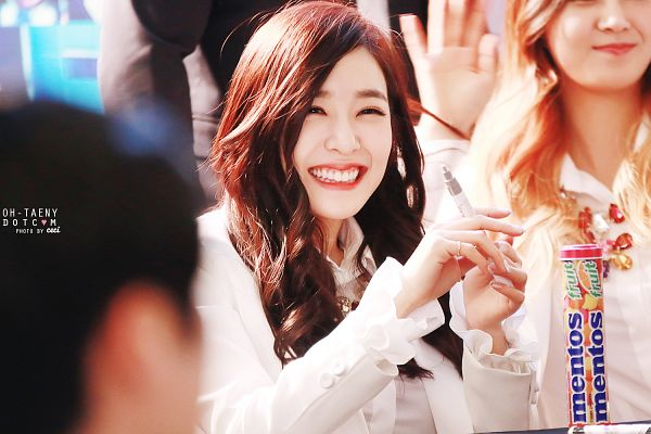Tags: Girls' Generation, Stephanie Young Hwang, Wavy Hair, White Jacket, White Outfit, Oh-taeny, Wallpaper