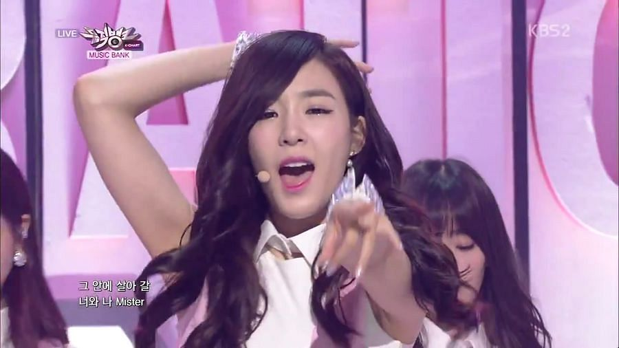 Tags: Girls' Generation, Mr.Mr., Stephanie Young Hwang, Hand In Hair, Pointing, Pink Dress, Pink Outfit, Music Bank