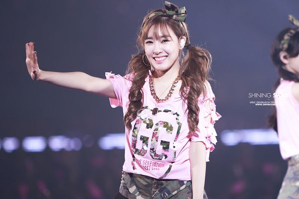Tags: Girls' Generation, Stephanie Young Hwang, Wave, Shorts, Black Bow, Twin Tails, Green Shorts, Pink Shorts, Live Performance, Shining Smile, Tokyo Dome, Wallpaper