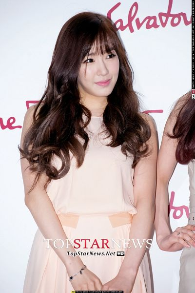 Tags: Girls' Generation, Stephanie Young Hwang, Pink Dress, Pink Outfit, L'Icona, Salvatore Ferragamo