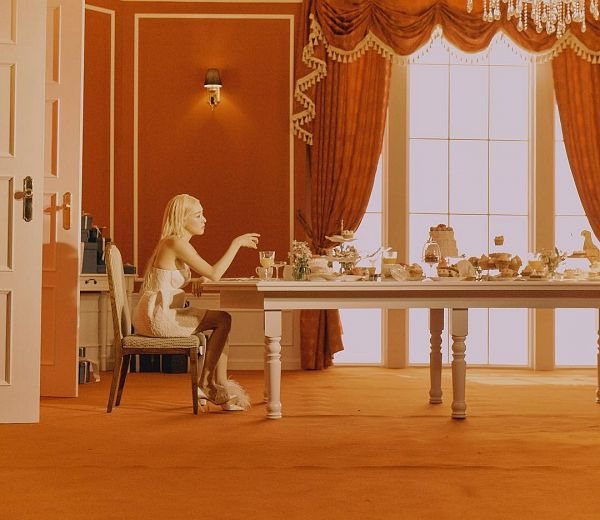 Tags: K-Pop, Girls' Generation, Stephanie Young Hwang, Sweets, Lamp, Curtain, Table, Cake, Window, Lips On Lips