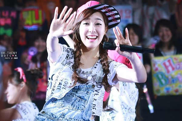 Tags: K-Pop, Girls' Generation, Stephanie Young Hwang, Overalls, Wave, Girls' Generation Japan Tour, Wallpaper, Oh-taeny