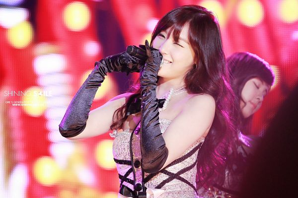 Tags: K-Pop, Girls' Generation, Twinkle, Stephanie Young Hwang, Looking Ahead, Wink, Black Gloves, Long Gloves, Gloves, Detached Collar, Wallpaper, Shining Smile