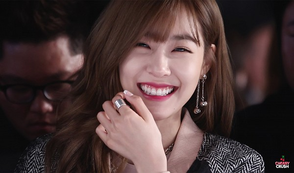 Tags: K-Pop, Girls' Generation, Stephanie Young Hwang, Earrings, Ring, Eyes Half Closed, Bangs, Cherry Crush, Wallpaper