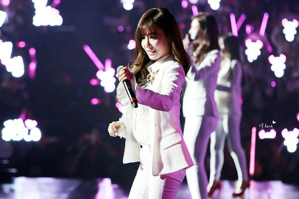 Tags: K-Pop, Girls' Generation, Stephanie Young Hwang, White Outfit, White Jacket, Eyes Closed, White Pants, Wave, Microphone, Looking Ahead, Wallpaper