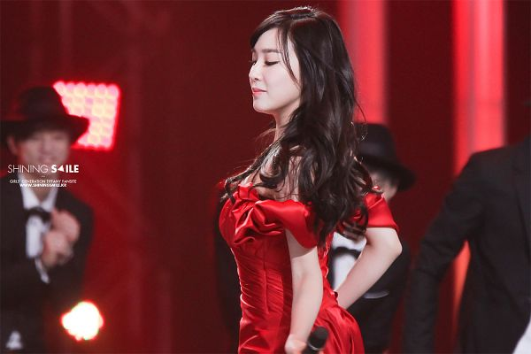 Tags: K-Pop, Girls' Generation, Stephanie Young Hwang, Eyes Closed, Red Dress, Microphone, Red Background, Red Outfit, Side View, Shining Smile, Wallpaper
