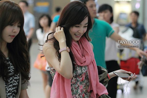 Tags: K-Pop, Girls' Generation, Stephanie Young Hwang, Hand In Hair, Pink Neckwear, Looking Down, White Dress, Floral Print, Scarf, Floral Dress, Looking Ahead, White Outfit