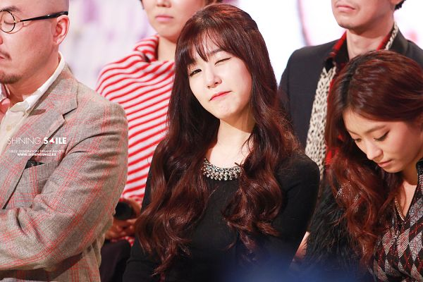 Tags: K-Pop, Girls' Generation, Stephanie Young Hwang, Bangs, Black Outfit, Wink, Closed Mouth, Black Dress, Shining Smile, Wallpaper