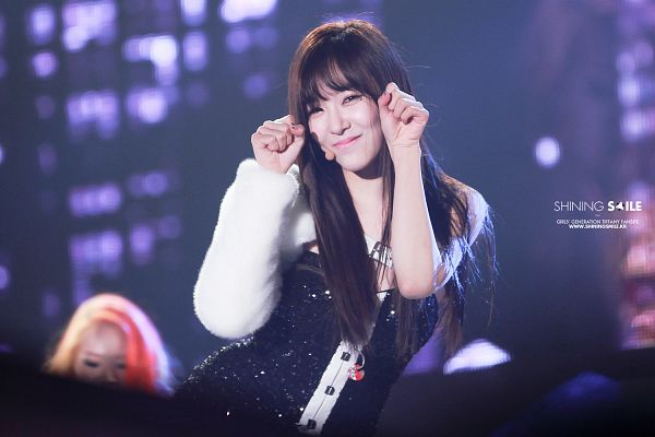 Tags: K-Pop, Girls' Generation, Stephanie Young Hwang, Eyes Half Closed, Black Outfit, Ma Boy (Song), Wallpaper, Shining Smile