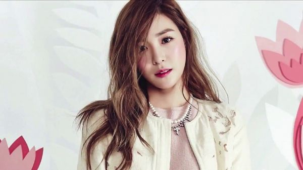 Tags: K-Pop, Girls' Generation, Stephanie Young Hwang, White Outerwear, Necklace, White Outfit, Brown Shirt, Light Background, White Jacket, White Background, Cardigan, Wallpaper