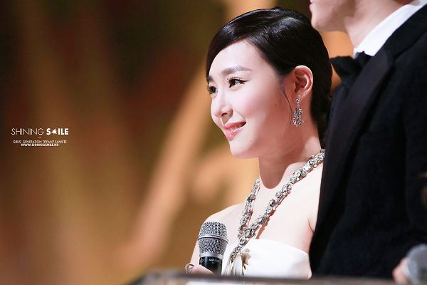 Tags: Girls' Generation, Stephanie Young Hwang, Closed Mouth, Necklace, Ponytail, Earrings, Side View, Microphone, Looking Away, Golden Disk Awards, Shining Smile