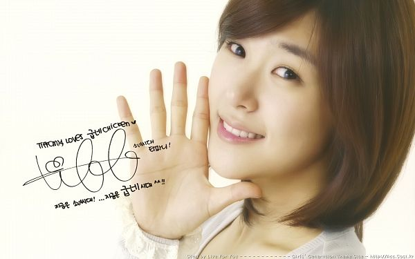 Tags: K-Pop, Girls' Generation, Stephanie Young Hwang, Korean Text, White Background, Medium Hair, Looking Up, Signature, From Above, Light Background, Wallpaper, HD Wallpaper