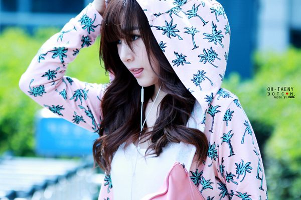 Tags: K-Pop, Girls' Generation, Stephanie Young Hwang, Hood Up, Outdoors, Hand On Head, Tongue, Wavy Hair, Pink Outerwear, Pink Jacket, Hood, Looking Ahead