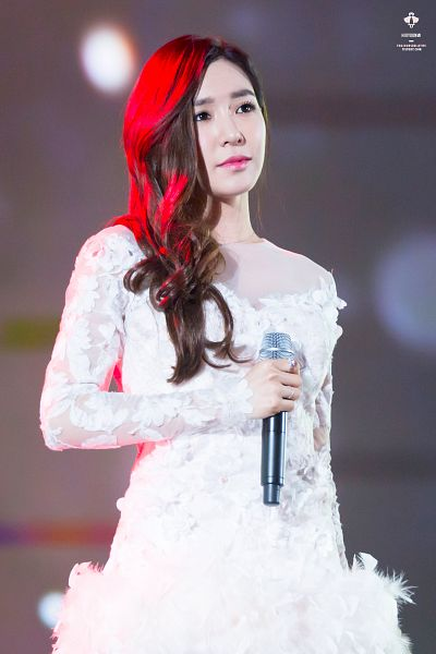Tags: K-Pop, Girls' Generation, Stephanie Young Hwang, Looking Up, Wedding Dress, Wavy Hair, White Outfit, Collarbone, White Dress, Android/iPhone Wallpaper, Toujoursbelletiff
