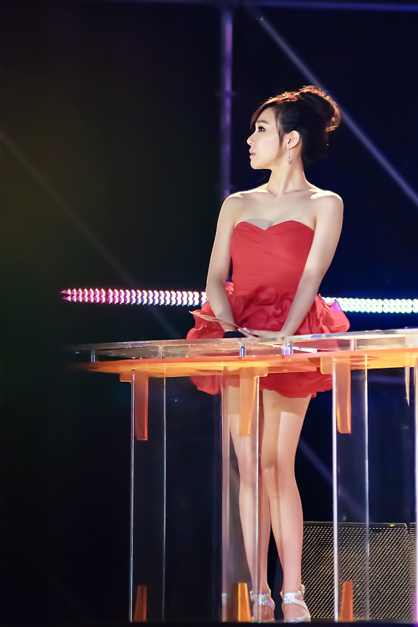 Tags: K-Pop, Girls' Generation, Stephanie Young Hwang, Sleeveless, Bare Legs, Cleavage, Sleeveless Dress, Hair Up, High Heels, Red Outfit, Full Body, Silver Footwear