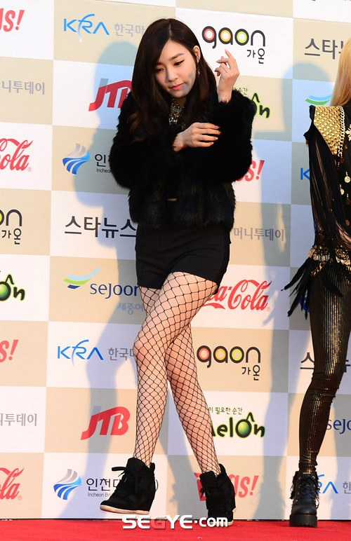 Tags: K-Pop, Girls' Generation, Stephanie Young Hwang, Eyes Half Closed, Fishnets, Bare Legs, Necklace, Looking Down, Black Jacket, High Heeled Boots, High Heels, Pantyhose