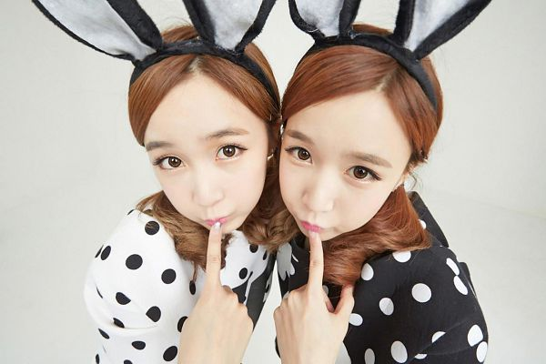 Tags: Strawberry Milk, Crayon Pop, Choa, Way, Finger To Lips, From Above, Light Background, Two Girls, Spotted Shirt, White Background, Duo, Sisters