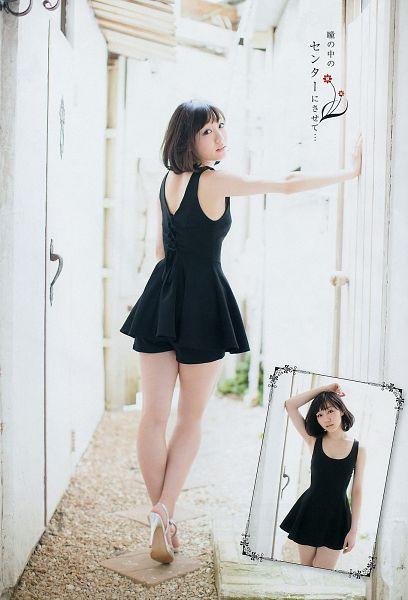 Tags: J-Pop, AKB48, Suda Akari, Shorts, Japanese Text, White Background, Bare Back, High Heels, Black Dress, Sleeveless Dress, Looking Back, Bare Shoulders