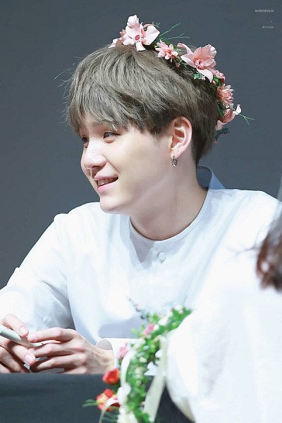 Tags: K-Pop, Bangtan Boys, Suga, Mobile Wallpaper, Fansigning Event
