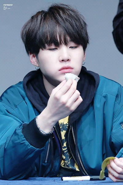 Tags: K-Pop, BTS, Suga, Eating, Hood, Black Eyes, Hoodie, Food, Pen, Blue Shirt, Android/iPhone Wallpaper, Fansigning Event