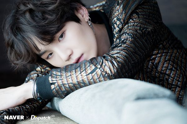 Tags: K-Pop, BTS, Suga, Contact Lenses, Wavy Hair, Couch, Dark Background, Bracelet, Dispatch