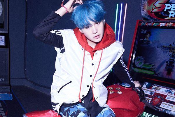 Tags: K-Pop, BTS, Suga, Bracelet, Videogames, Camouflage Print, Dark Background, Arcade, White Outerwear, Blue Pants, Indoors, Hood