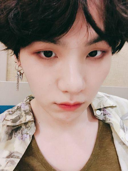 Tags: K-Pop, BTS, Suga, Close Up, Black Eyes, Camouflage Print, Selca, Twitter