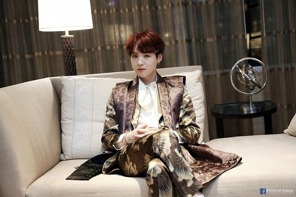 Tags: K-Pop, Bangtan Boys, Suga, Lamp, Couch, Traditional Clothes, Sitting On Couch, Text: URL, Korean Clothes, Chuseok, English Text, Curtain
