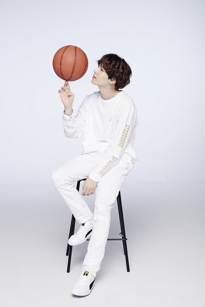 Tags: K-Pop, BTS, Suga, Stool, Snake, Animal, Side View, White Footwear, Shoes, Chair, White Pants, Sneakers