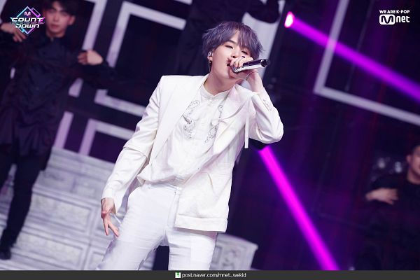 Tags: Television Show, K-Pop, BTS, Dionysus, Suga, Text: URL, White Outfit, Gray Hair, White Jacket, Stage, English Text, White Pants