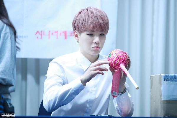 Tags: K-Pop, BTS, Suga, Lollipop, Pink Hair, Black Eyes, Candy, Bracelet, Wallpaper