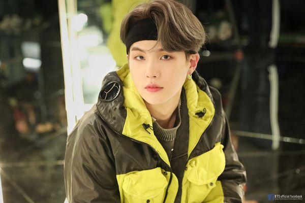 Tags: K-Pop, BTS, Interlude: Shadow, Suga, Multi-colored Jacket, Headdress, Text: Artist Name, Text: URL, Mirror, Hairband, Hood, Glass